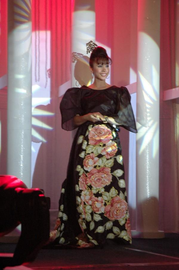 Philippine Costume of Maria Clara http://www.myspace.com/LiL_Jaxie9/photos/12654053